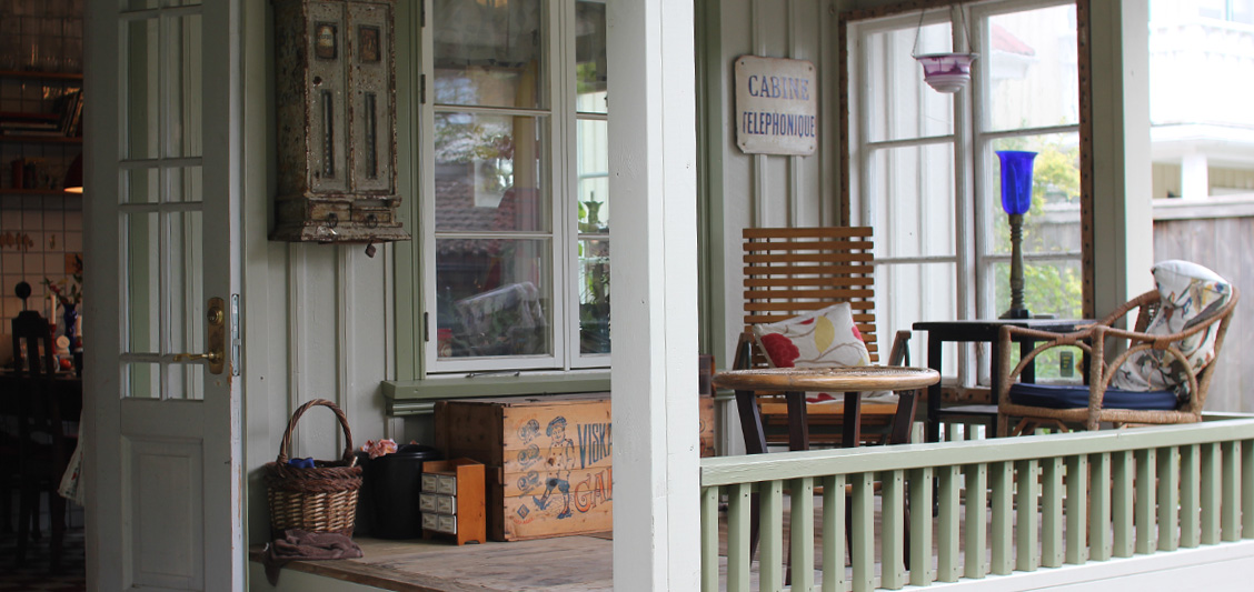Verandan på baksidan av Flodhästens Bed & Breakfast.